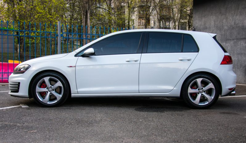 Volkswagen Golf GTI 2015 full