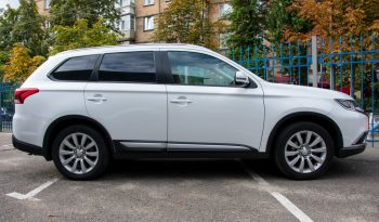 Mitsubishi Outlander OFFICIAL 2016 full