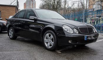 Mercedes-Benz E 200 2006 full