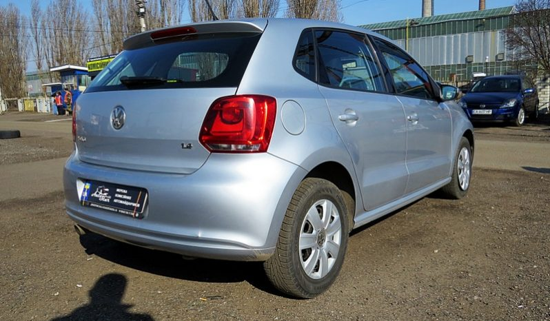 Volkswagen Polo 2013 full